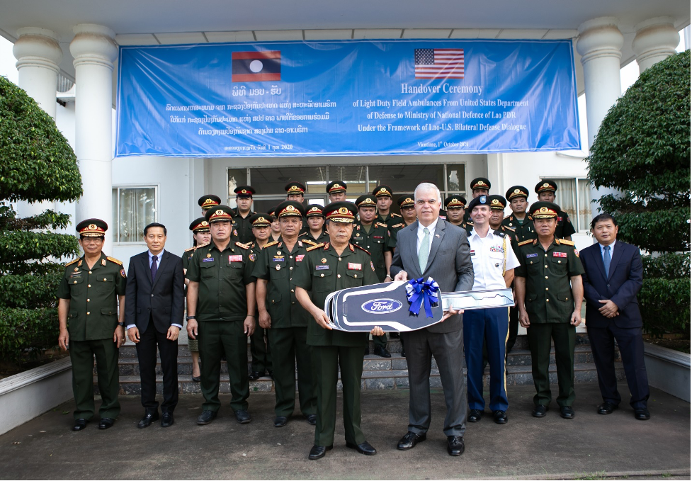 Ambassador Peter Haymond formally hands over the FMF-funded ambulances to Laos Deputy Minister of Defense Major General Aesamay Leuangvanxay in Vientiane. (U.S. Embassy Vientiane photo)